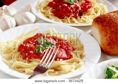 Spaghetti With Bread And Salad