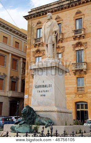 Estatua Garibaldi en Trapani. Sicilia, Italia