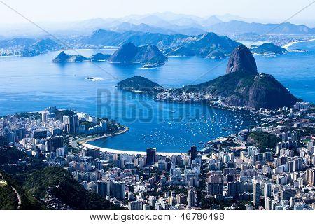 Rio De Janeiro, Brasilien. Suggar Laib und Botafogo-Strand vom Corcovado aus gesehen