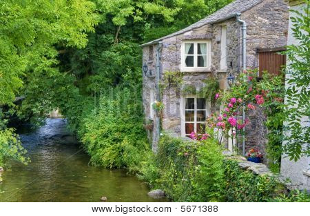 Old English Cottage On River Image & Photo | Bigstock Quaint English Cottages