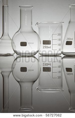 equipo de laboratorio en contraluz