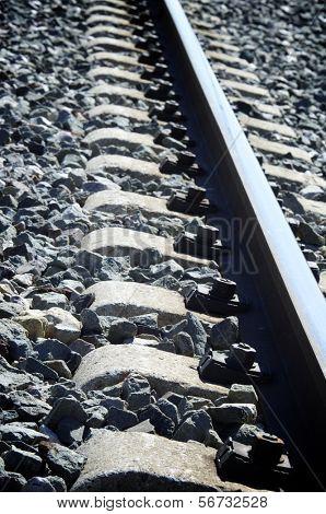 voorgrond van de dwarsliggers op de route van een spoorlijn