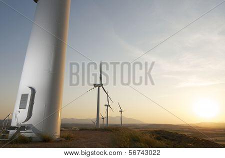 Grupo de moinhos de vento para produção de energia elétrica renovável, Fuendejalon, Saragoça, Aragão, Espanha
