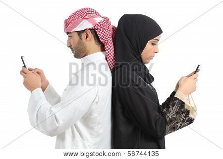 Arab Couple Addicted To Smart Phone