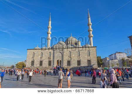 New Mosque Yeni Cami square