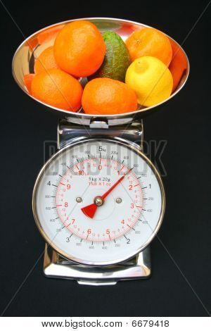 Kitchen scales with fruit.