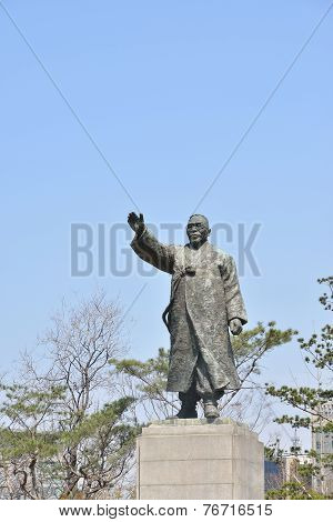 Seoul, Korea - April 04, 2014: Satue Of Baebeom Kim Gu At Baekbeom Square In Seoul