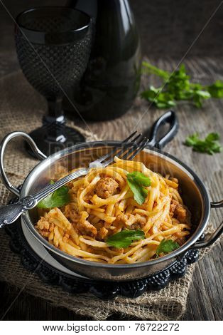 Linguine With Meat Tomato Sauce