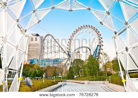 TOKYO, JAPAN-OKTOBER 27,2014: Tokyo Dome City is an extensive entertainment complex located in Bunkyo on Oct 27, 2014 , Tokyo, Japan.