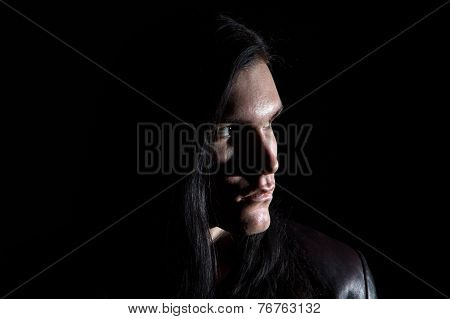 Image of the brunet man looking away