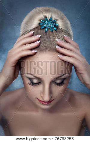 Women's Hair With Bobby Pins.
