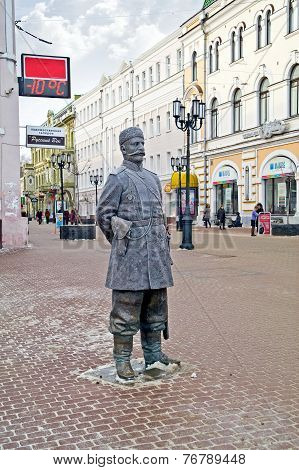Nizhny Novgorod. Sculpture Policeman
