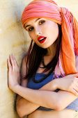 image of yashmak  - Woman wearing a turban in the desert - JPG
