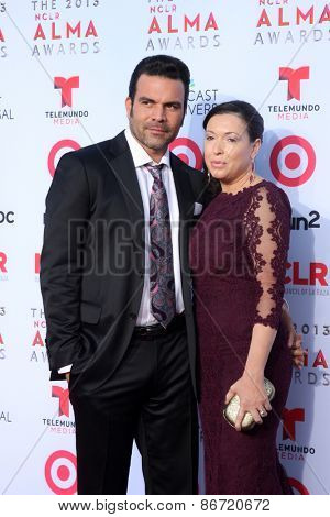 LOS ANGELES - SEP 27:  Ricardo Antonio Chavira, wife at the 2013 ALMA Awards - Arrivals at Pasadena Civic Auditorium on September 27, 2013 in Pasadena, CA