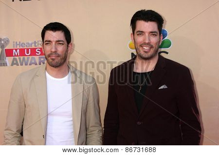LOS ANGELES - MAR 29:  Drew Scott, Jonathan Scott at the 2015 iHeartRadio Music Awards at the Shrine Auditorium on March 29, 2015 in Los Angeles, CA