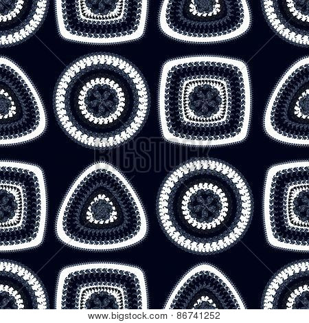 Seamless pattern with circle triangle square in black white dark