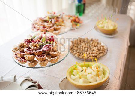 Banquet wedding table setting dessert