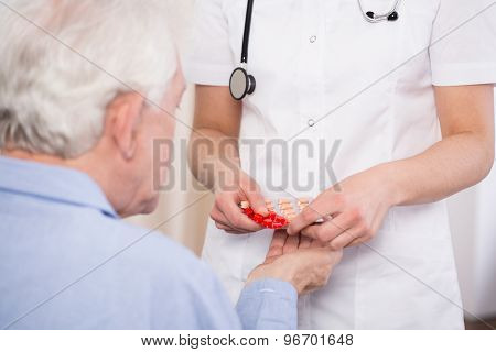 Nurse Dosing Drugs For Patient