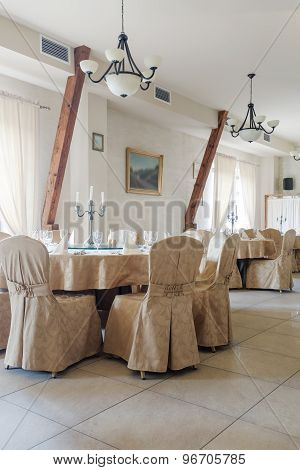 Table With Wedding Chair Cover