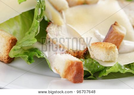 caesar salad with chicken romain and croutons
