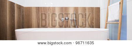 Wooden Wall In Stylish Bathroom