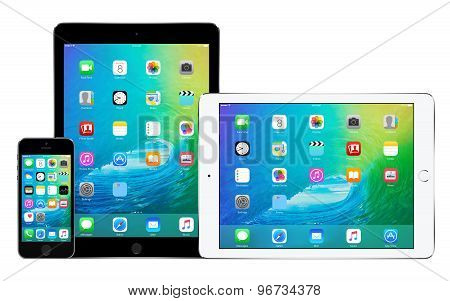Apple Iphone 5S And Two Apple Ipad Air 2 In Portrait And Landscape Orientation With Ios 9 On The Dis