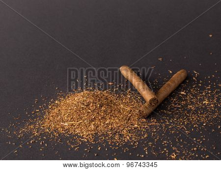 Cigars and heap of tobacco.