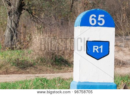 Post kilometer sign