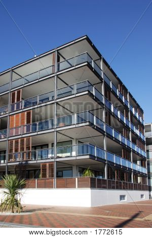 Waterfront Apartment In Auckland