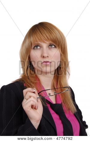 erfolgreiche Business-Frau denkt über etwas.
