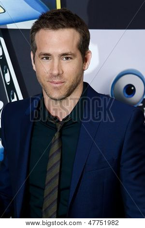 NEW YORK-JULY 9: Actor Ryan Reynolds attends the premiere of