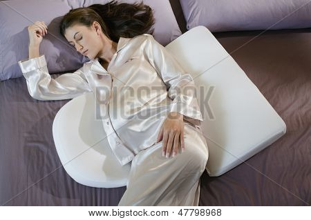 Pregnant woman sleeping with maternity body pillows