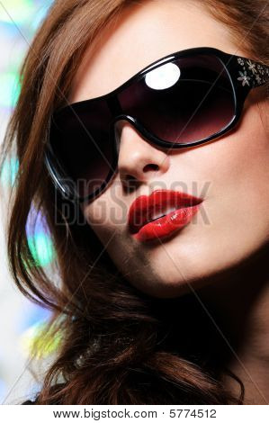 Beauty Woman In Modern Sunglasses