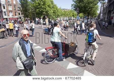 Many Tourists And Bikers in amsterdam