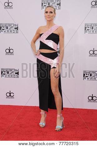 LOS ANGELES - NOV 23:  Heidi Klum arrives to the 2014 American Music Awards on November 23, 2014 in Los Angeles, CA