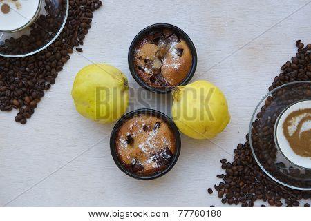 Quince pie in ceramic molds