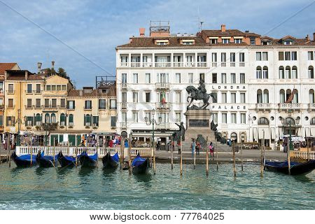 Hotel Londra Palace And The  Promenade In Venice