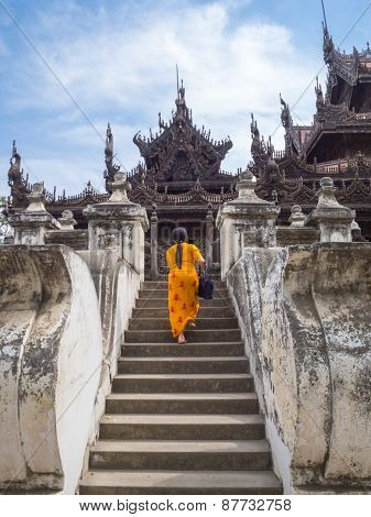 The Way Into Shwenandaw Monastery