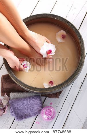 Therapeutic foot bath