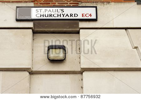 St. Pauls Churchyard in London