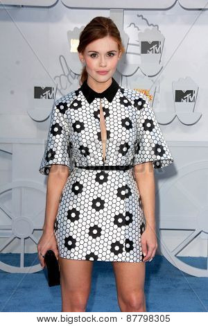 LOS ANGELES - FEB 11:  Holland Roden at the MTV Movie Awards 2015 at the Nokia Theater on April 11, 2015 in Los Angeles, CA