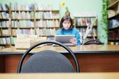 foto of librarian  - Librarian working in the library - JPG