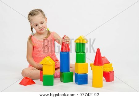 The Girl Puts On A Tower House From Cubes