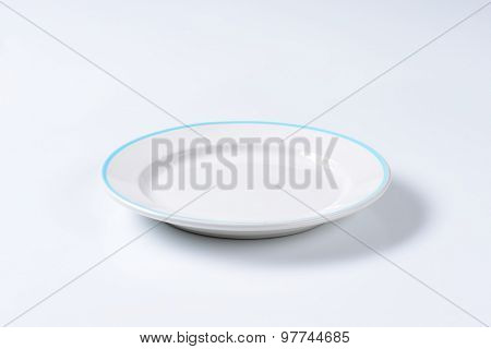 Rimmed dinner plate with blue colored edge