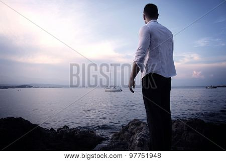 Young man in front of the sea