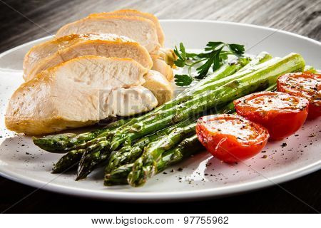 Roast chicken fillets and vegetables