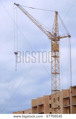 The image of crane near the abuilding house