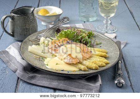 Salmon Filet with White Asparagus