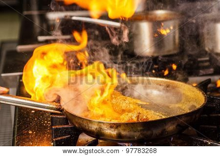 Steaming food in the frying pan
