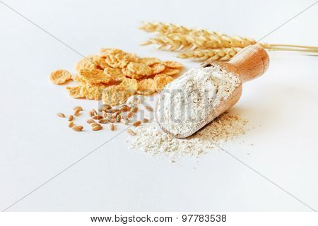 wholemeal flour in wooden spoon